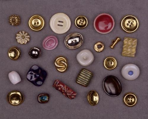 LUCIE RIE. Botones. Imagen vía: Robert and Lisa Sainsbury Collection