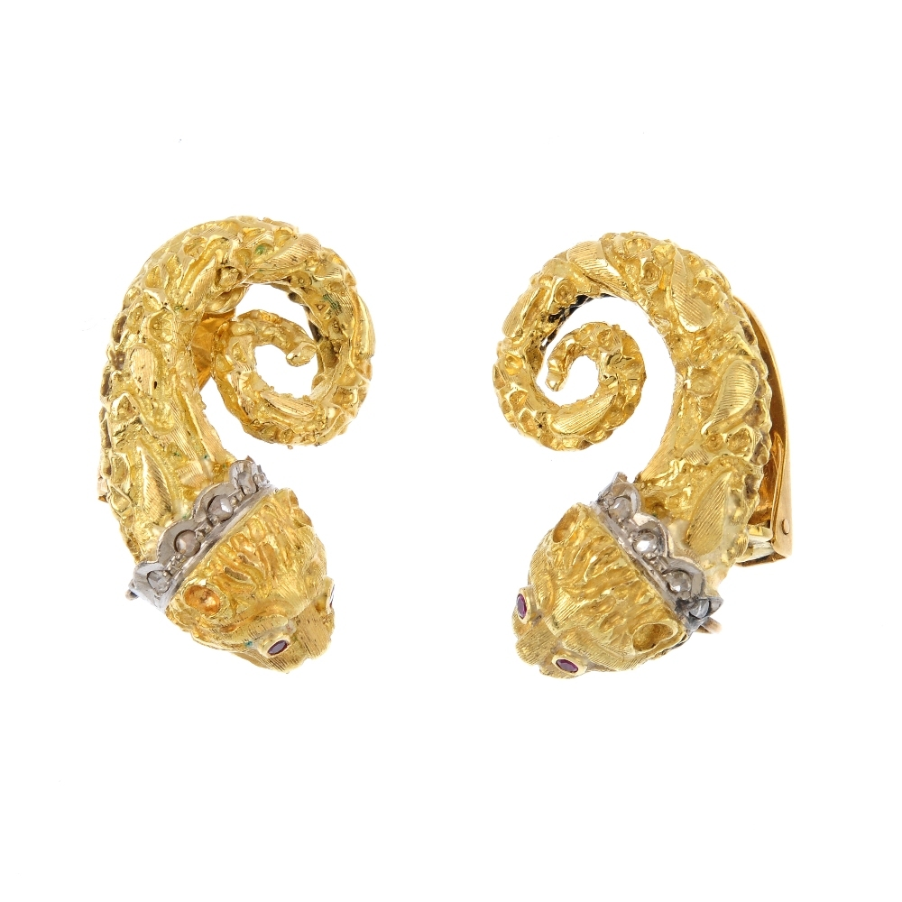 Paar Löwen-Ohrringe mit Rubinen und Diamanten