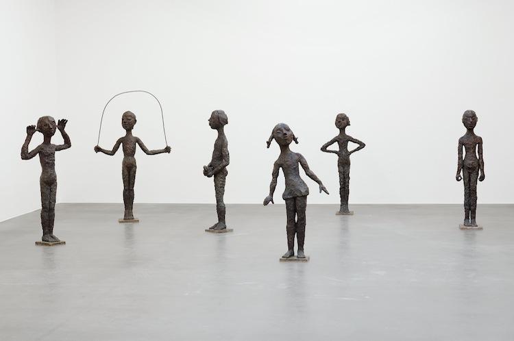 Lena Cronqvist Sammanhållen grupp om sex skulpturer av Lena Cronqvist. Bild från Bukowskis.