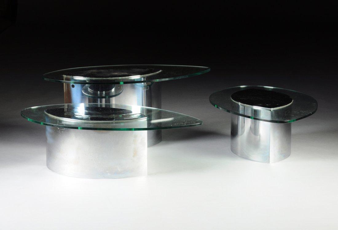 Tre bord i glas och krom. Utrop: 12 200 SEK. Simpson Galleries
