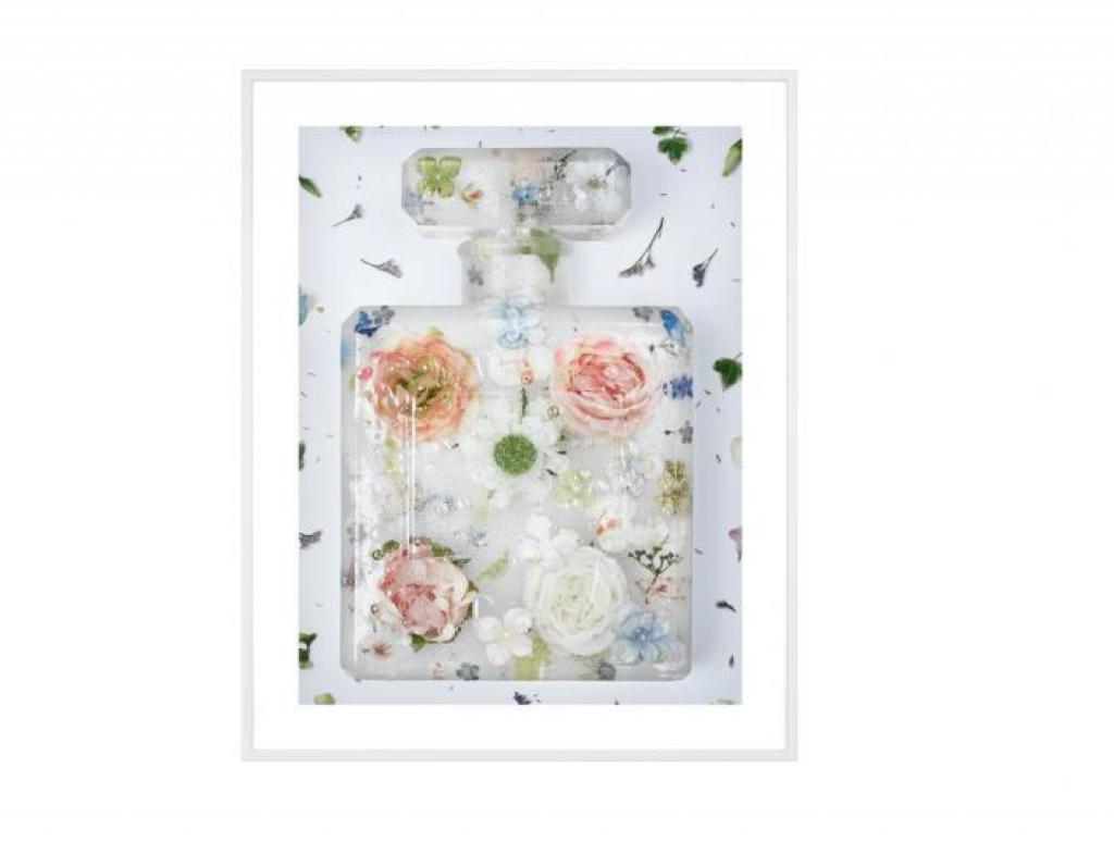Clara Hallencreutz Eau de frozen flowers II från serien Brand Matters. Foto: Absolut Art.