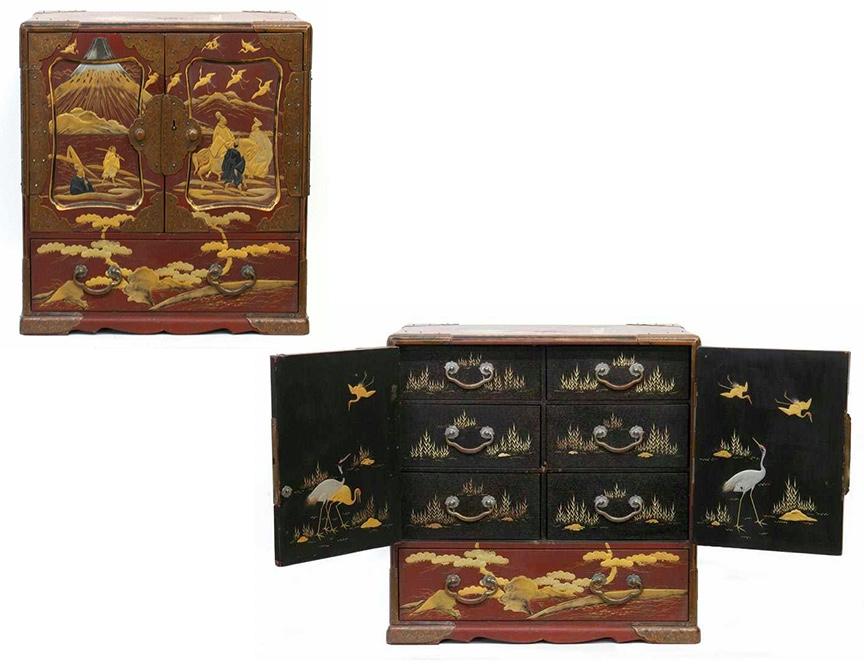 """Japanischer Schrank """"Lacquer Sage-Dansu"""", Holz, bemalt, Meji-Zeit (1868-1912)"""
