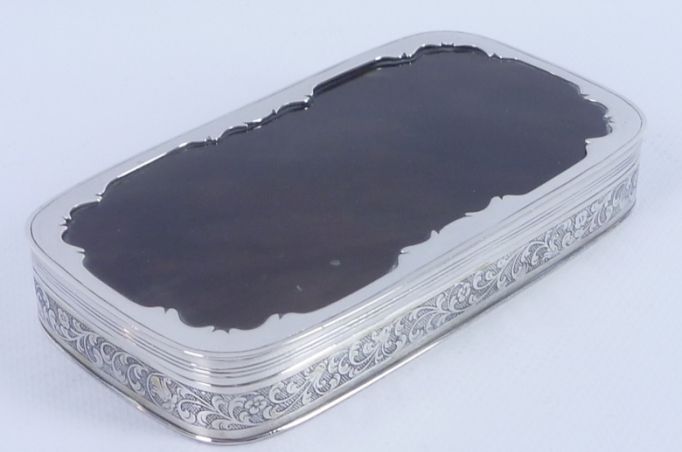 Holländisches Silber, Tabakdose mit Blattmotiven und Schildpattdeckel, Schätzpreis 500 – 700 EUR