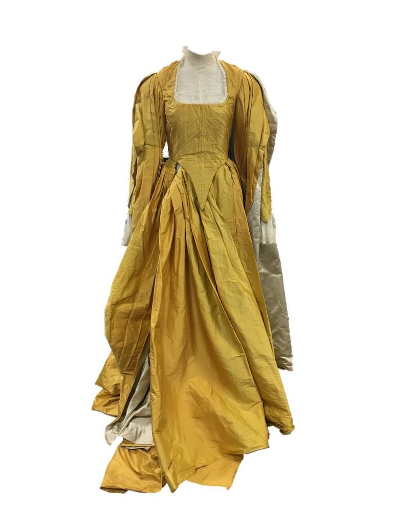 Julia Roberts's evil queen dress