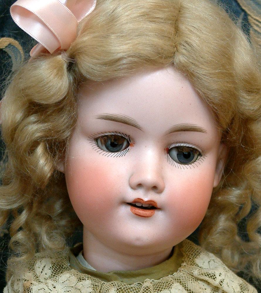 ARMAND MARSEILLE. Muñeca de porcelana Modelo 390. Imagen vía: Rubell's Antiques