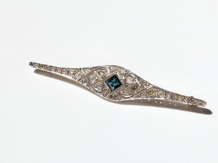 12459-001-h auctionata 2014-08-21 brosche mit saphir