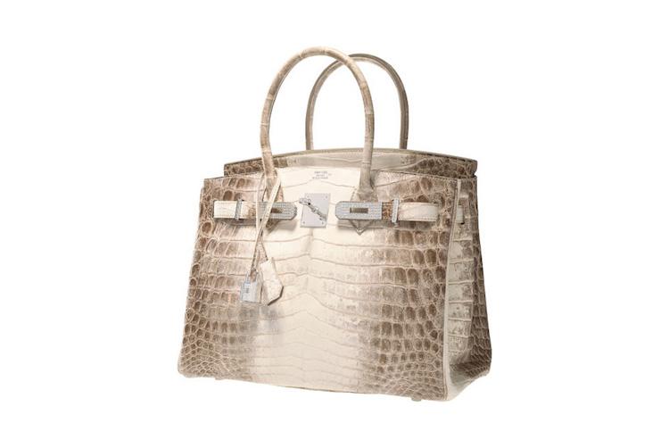 Under Heritage Auctions Luxury Accessories Signature Auction, hösten 2014, såldes en Hermés Diamond Himalayan Birkin. Enligt objektsbeskrivningen sägs den vara en av världens mest sällsynta och mest eftertraktade handväskor och är en dröm att äga för en äkta Hermés-samlare! Handväskan är gjord i ljust krokodilskinn och har 242 diamanter på totalt 9,84 karat! Slutpriset på auktionen blev $ 185 ooo och även om det inte representerar världens dyraste handväska som någonsin sålts på auktion är det fortfarande ett spektakulärt pris.