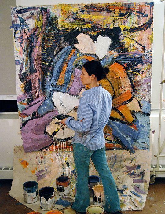 Lucy Liu dans son studio à New-York, mage via Pinterest