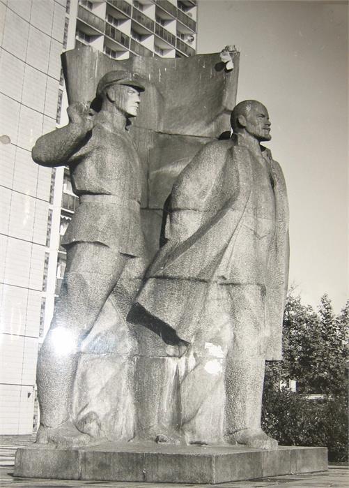 Wladimir Iljitsch Lenin, Statue aus Granit