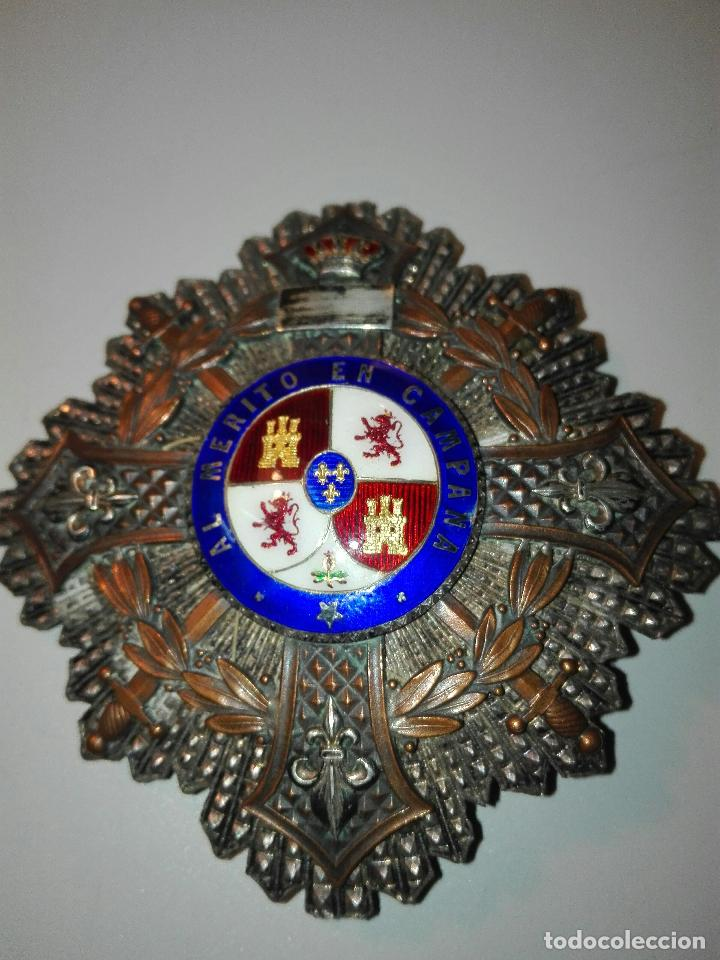 Distinción de la Orden de María Cristina realizada en plata, bronce y esmaltes