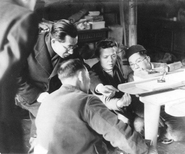 """Charlotte Perriand au japon successivment en 1941 et lors de l'exposition """"Proposition pour une synthèse des Arts"""", en 1955, reconstituée au MAM de St Etienne ©ACHP ADAGP 2013"""