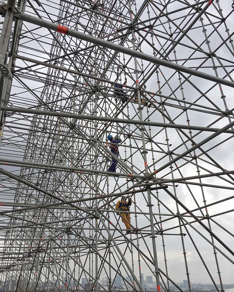 Pour finir dans les temps, l'installation a débuté mi-juillet à Rio Image: Instagram de JR