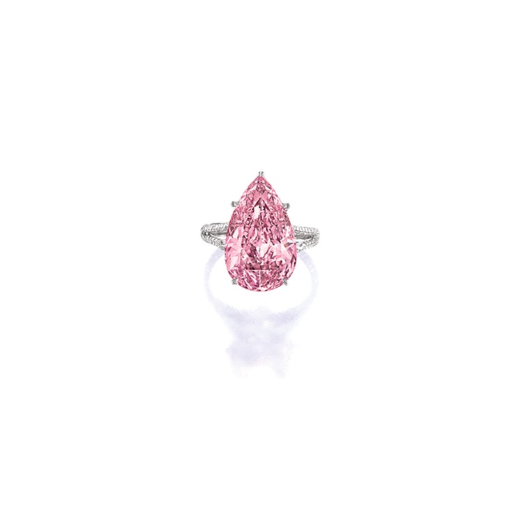 SUPERB AND HIGHLY IMPORTANT FANCY VIVID PURPLE-PINK DIAMOND AND DIAMOND RING, MOUNTED BY SOTHEBY'S DIAMONDS. Sotheby's.