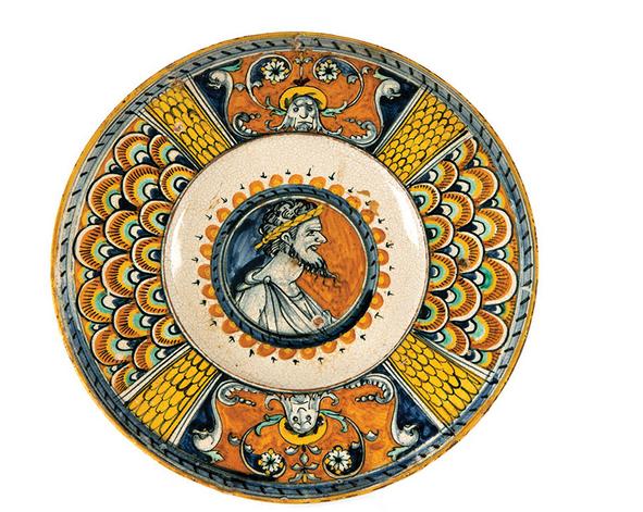 Teller aus der Sammlung Rothschild & Damiron, D: 25 cm, Deruta 1. Hälfte 16. Jh. Schätzpreis: 18.000-22.000 EUR