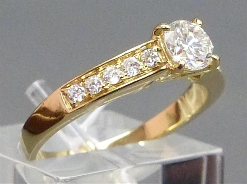Damenring aus Gelbgold mit 11 Brillanten (zus. 0,73 ct) Taxpreis: 1.500 EUR