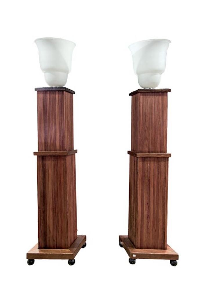 Ett par lampor, kolonner. Lot 990. Utrop: 25.400 SEK