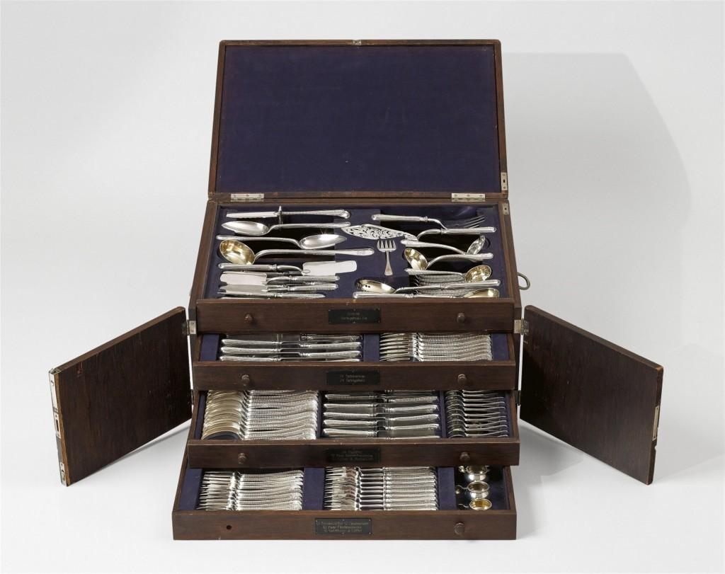 FABERGÉ - pièces d'argenterie complètes, 197 pièces, Moscou, Peter Carl Fabergé, 1896-1908 Estimation: 75.000 à 90.000 EUR