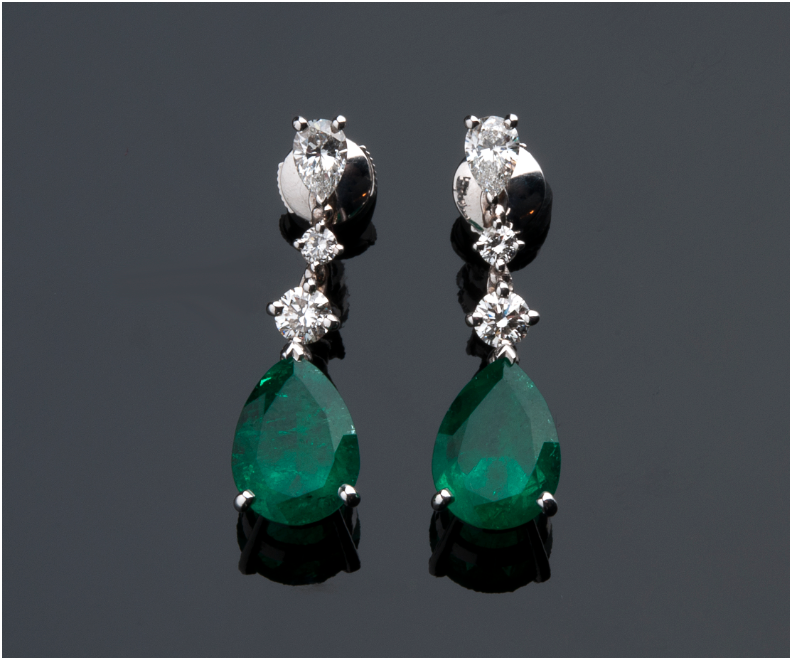 PETOCHI - white gold earrings with emeralds (7.48 ct) and diamonds (0.97 ct), Rome Estimate: 40 000-45 000 EUR