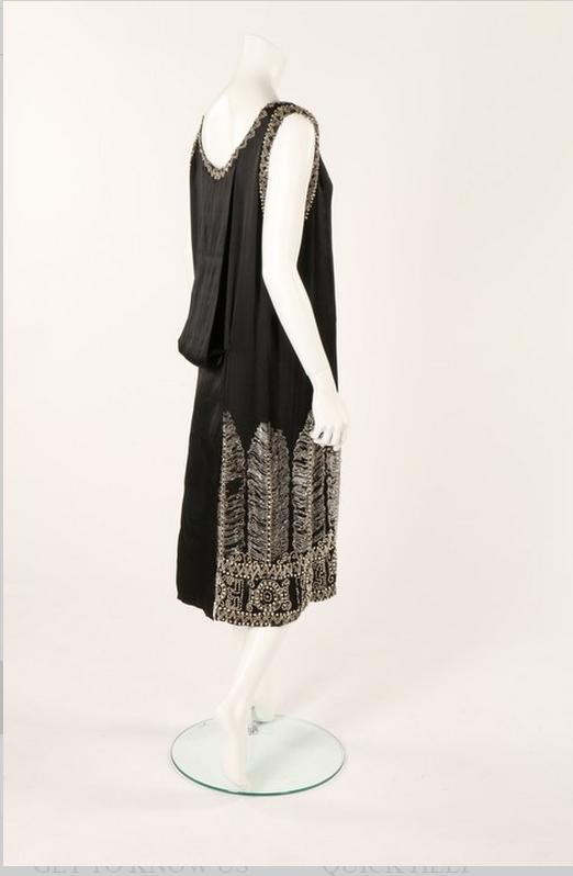 Svart silkesklänning från Paul Poiret. Ca 1925. Utropspris 12700 SEK.