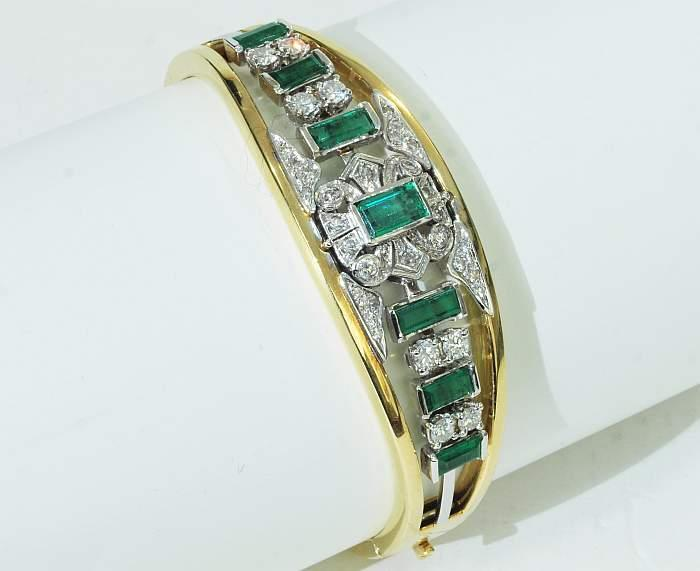 Armreif aus Weiß- und Gelbgold mit Smaragden und Brillanten//Diamanten (zus. ca. 1,11 ct) Mindestpreis: 1.700 EUR