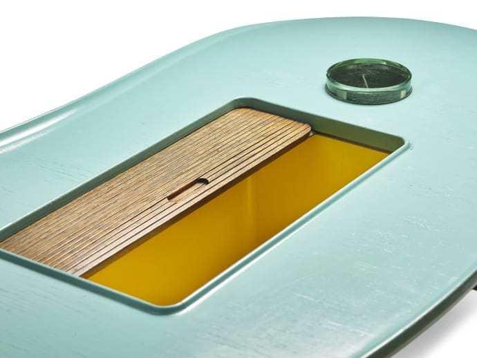 La mesa de centro es una pieza única fabricada por Niels Vodder