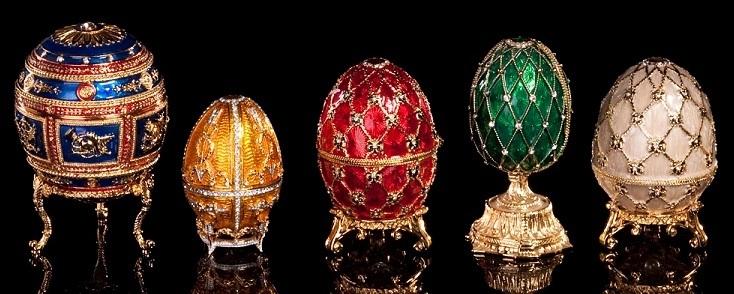 Eine Auswahl Fabergé-Eier | Foto via Artnet