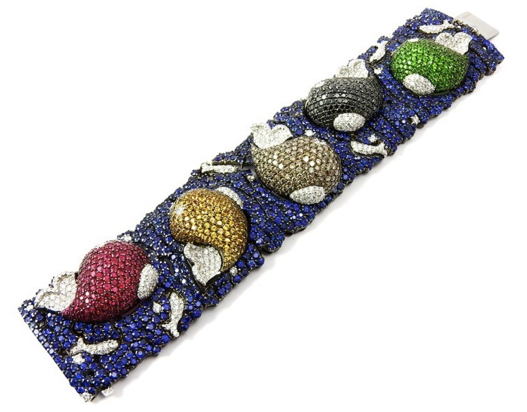 Bracelet in white gold with sapphires, rubies, diamonds and garnet stones (approx. 37 ct)