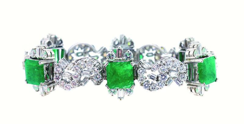 Pulsera de eslabones articulados en oro blanco con esmeraldas y diamantes