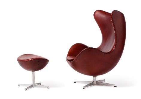 """Arne JACOBSEN (1902 - 1971) Fauteuil 3317 """"Egg Chair"""" et ottoman 3127"""