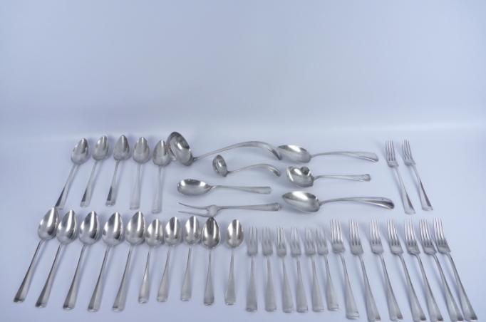 37-tlg. Silberbesteck, Modell Haagsch Lofje, Meister von Kempen, Voorschoten, Schätzpreis 700 – 900 EUR