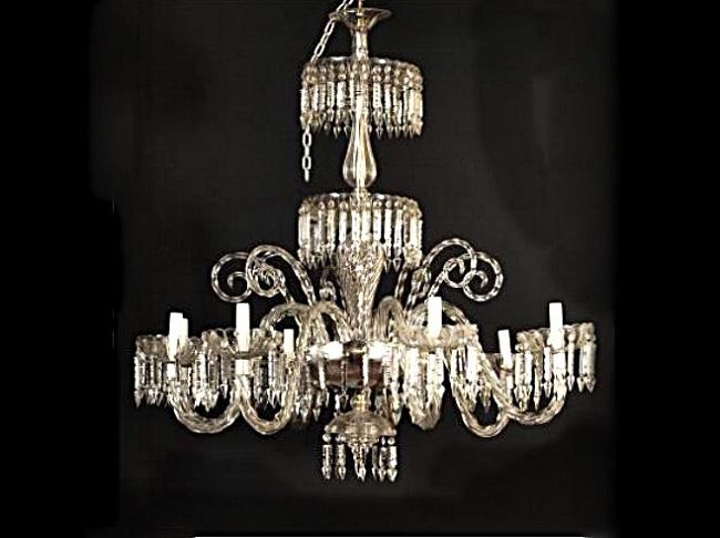 Lámpara isabelina de araña realizada en cristal tallado y doblado