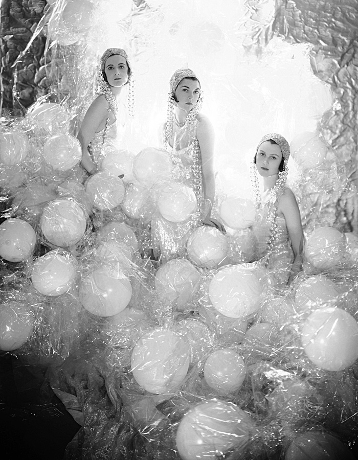 Cecil Beaton, The Soapsuds Group på the Living Posters Ball, 1930. Foto: Fashion and Textile Museum
