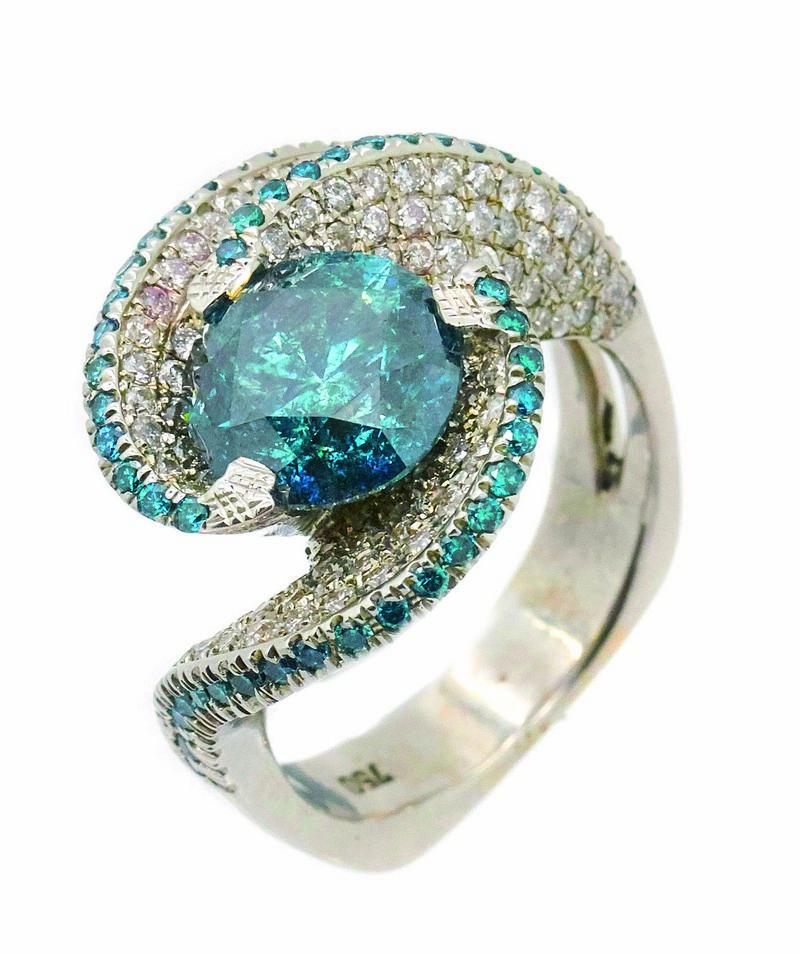Sortija en oro blanco con centro y ondas de diamantes blancos y azules