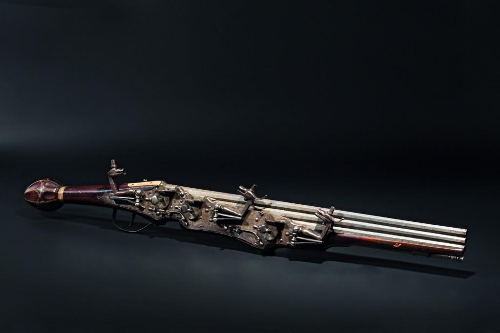 Bedeutende, dreischüssige Radschlosspistole, deutsch um 1610 Limit: 30.000 EUR