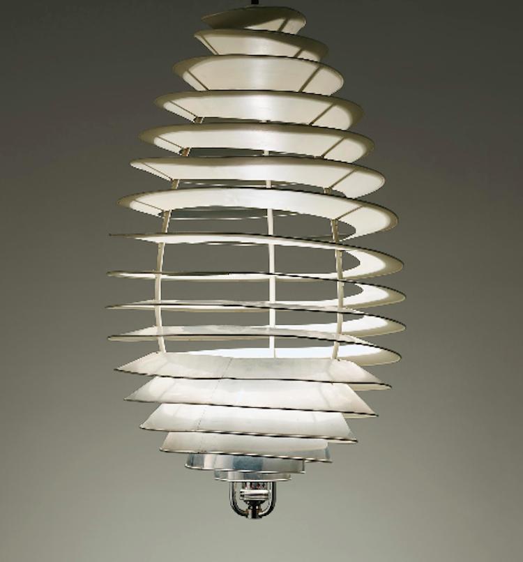 """Aliminumarmaturen """"Spiral'"""" av Poul Henningsen är formgiven 1942. Utropet är närmare 800 000 kronor hos Phillips"""