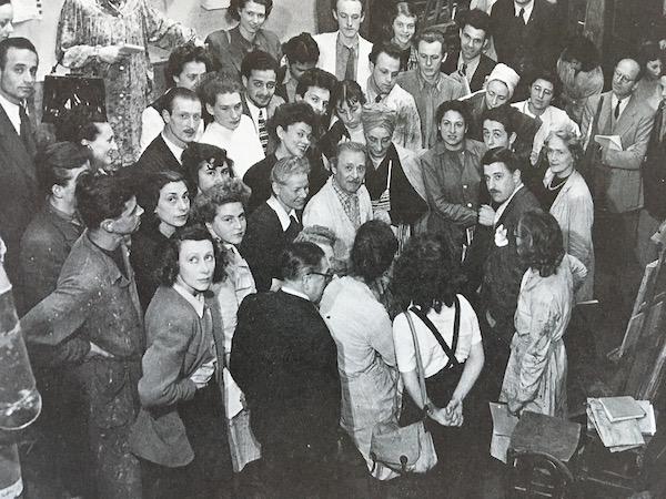 Olle Baertling omgiven av andra elever hos den franske mästarens målarskola
