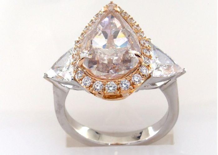 Diamantring 7,46 karat, päronformad. Utropspris: 1 390 000 Sek. Catawiki