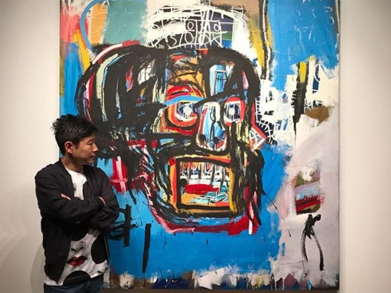 Yusaku Maezawa devant le tableau « Untitled » par Jean-Michel Basquiat, qui a rejoint sa collection le 5 mai 2017