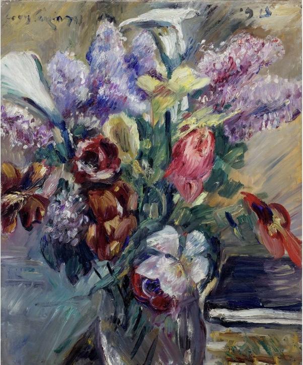 LOVIS CORINTH (Tapiau 1858 - 1925 Zandvoort) - Tulpen, Flieder und Kalla, Öl/Lwd., 62 x 50 cm, signiert und datiert, 1915 Schätzpreis: 220.000-280.000 CHF (203.700-259.260 EUR)