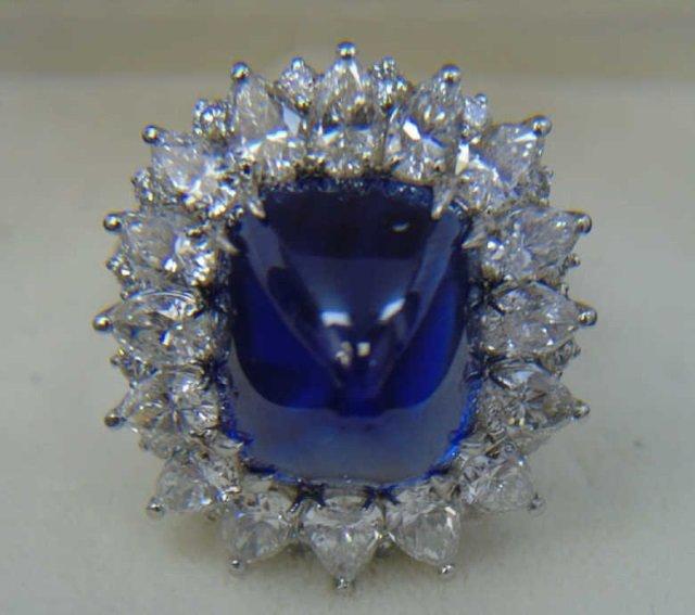 Lovely 22-carat sapphire ring