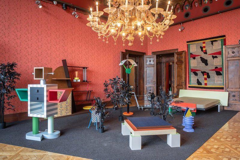 Från Berengostiftelsens utställningen Plastic Field som hedrade Memphisgruppen. Curerad av Jean Blanchaert och Adriano Berengo. Bild: Diffusione Design