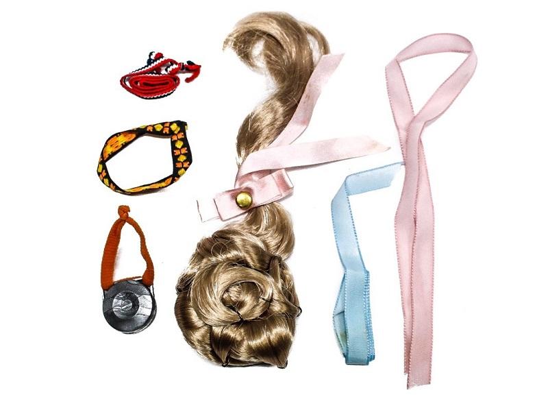 Lote de accesorios para NANCY compuesto de moño postizo, bolso, cintas y cinturones