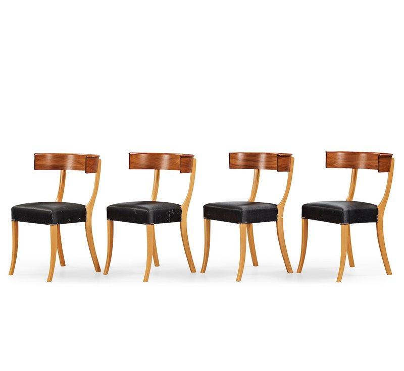 Josef Frank, fyra stolar, modell 300, Firma Svenskt Tenn. Svart tagelklädsel, pärlspik, etikettmärkta. På auktion hos Bukowskis