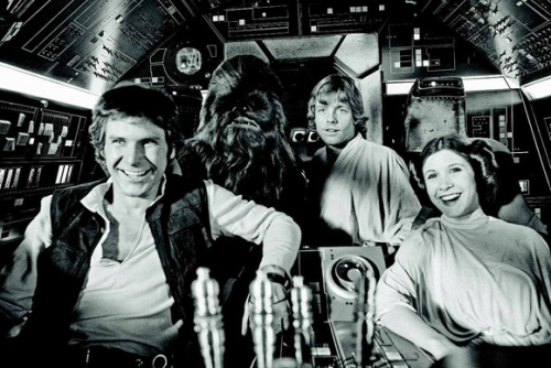 Han Solo (Harrison Ford), Chewbacca (Peter Mayhew), Luke Skywalker (Mark Hamill) und Prinzessin Leia (Carrie Fisher) an Bord des Millennium Falcon