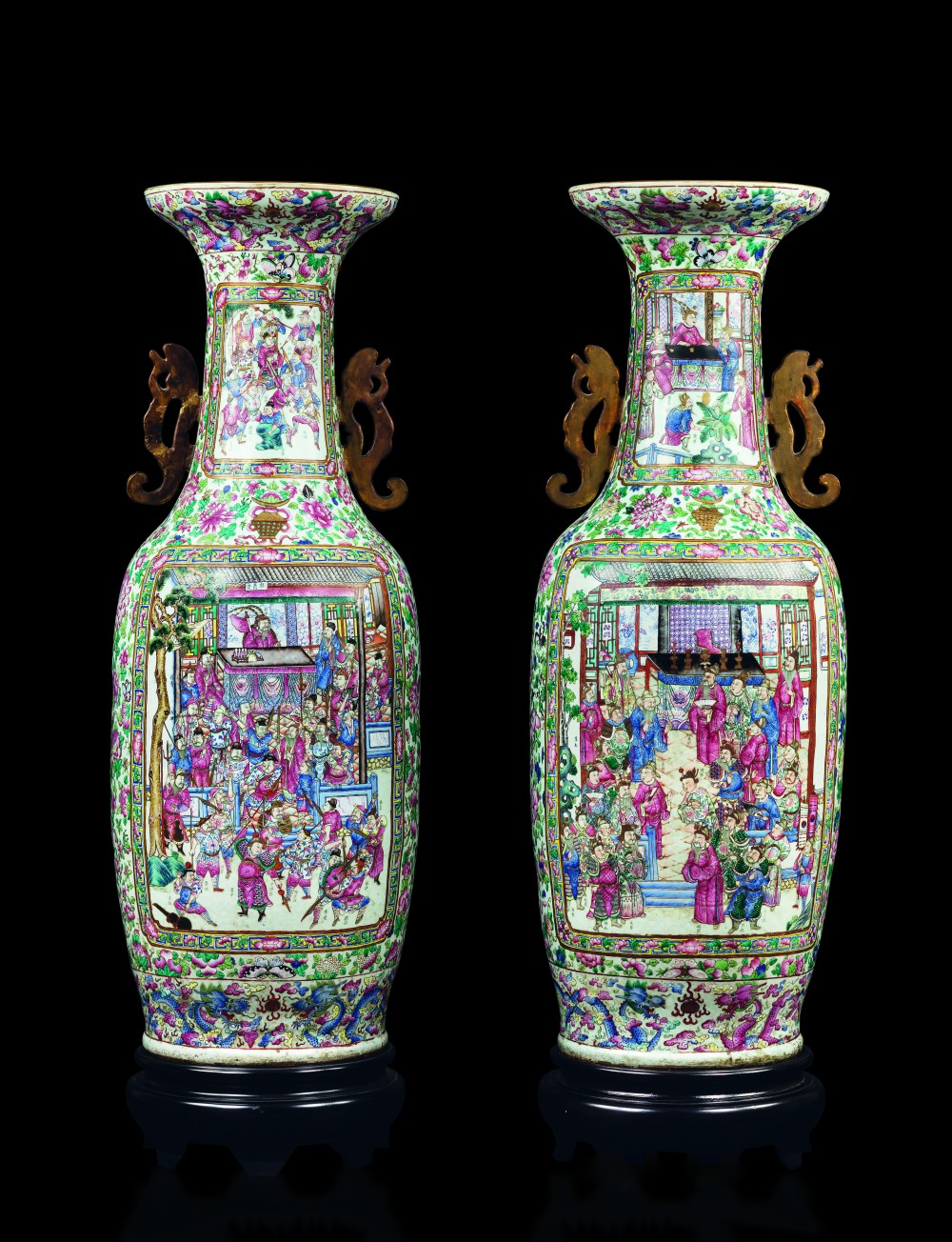 Pair of double-handled Pink Family porcelain vases. Bild: Cambi