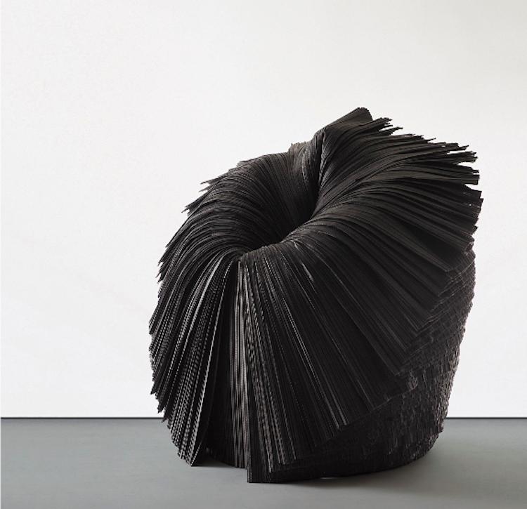 """Phillips är ett av de första och största auktionshusen, vad gäller design. Den här stolen av Nendo är tillverkad i papper och heter """"Cabbage Chair"""" från 2008. Utropet på dagens auktion är 10-15 000 pund."""