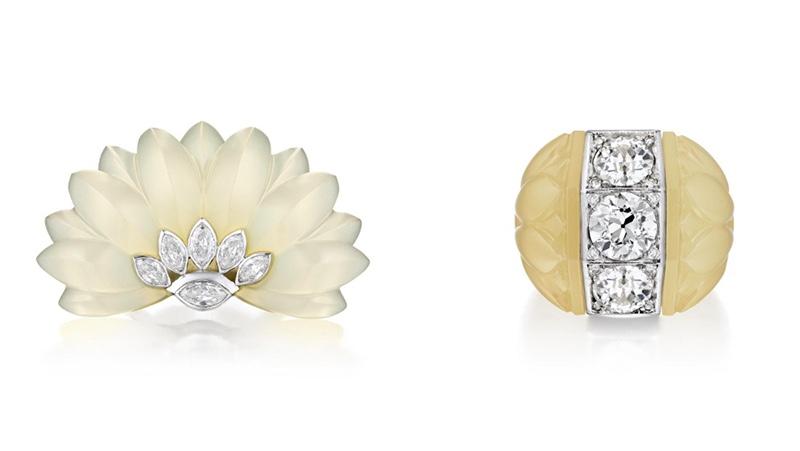 Links: SUZANNE BELPERRON Clip aus Chalcedon mit Diamanten in Platinfassung Rechts: SUZANNE BELPERRON Ring aus Chalcedon mit Diamanten in Platinfassung