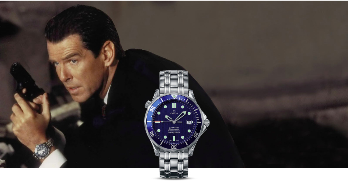 "Dans ""The World is not Enough"" (1999), James Bond tente d'arrêter un ex du KGB devenu terroriste et sur le point de faire exploser un engin nucléaire La Seamaster Diver 300M de 007 est équipée d'une lumière forte et d'un grappin miniature Image via Omega"