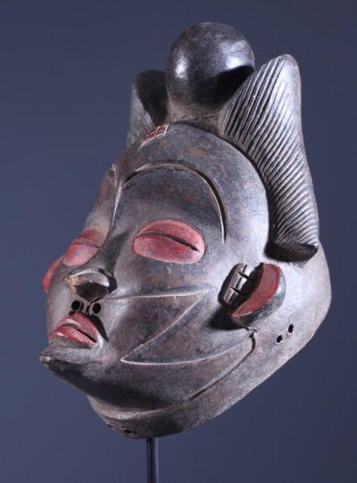 Máscara tribal PUNU de terracota. Gabón