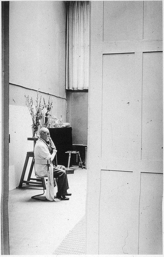 Henri Matisse i sin ateljé år 1939. Foto: Flickr.